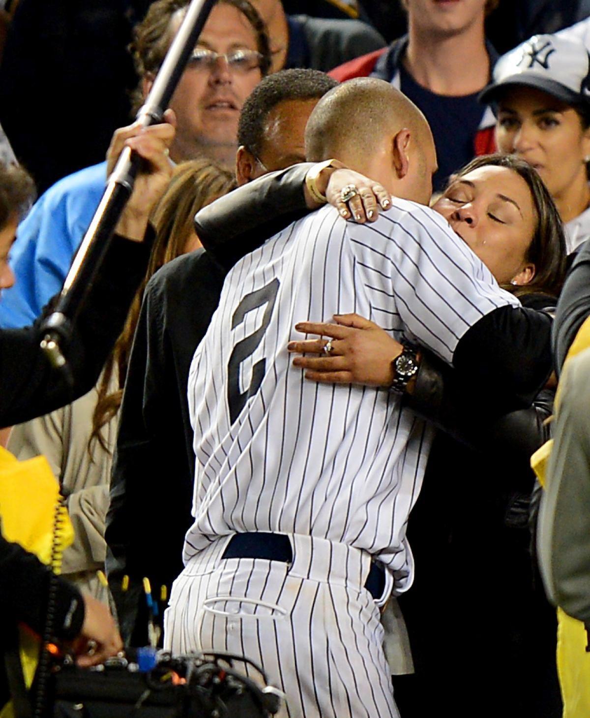Derek Jeter Delivers Win In Emotional Yankee Stadium Farewell New York Yankees Baseball Derek Jeter Yankees Baseball