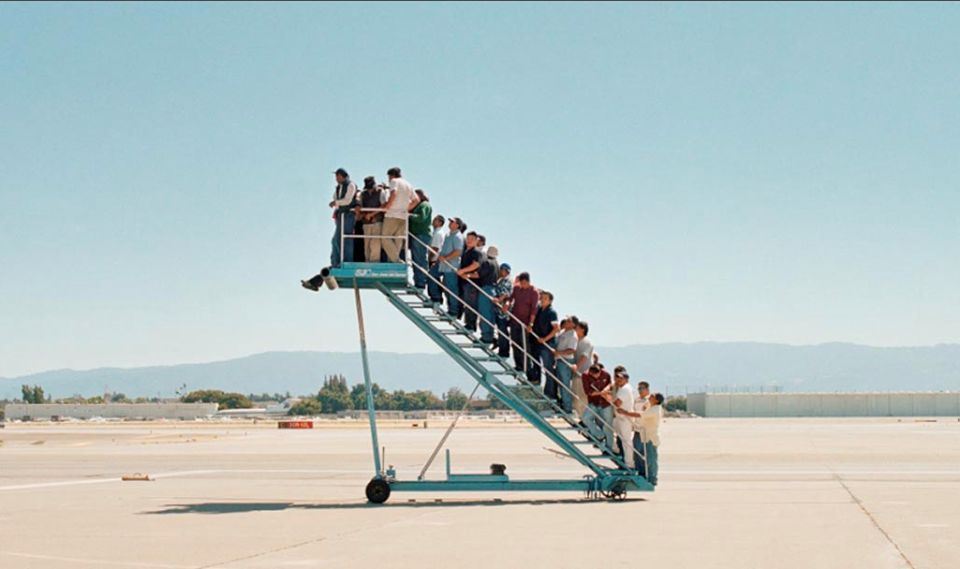 No plane. Adrian Paci, Centro di Permanenza Temporanea, 2007, (Film Still), Color Video , 5:25 minutes