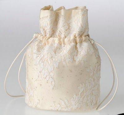 Petit sac en soie brodée de dentelles - Fanny Liautard - PARIS