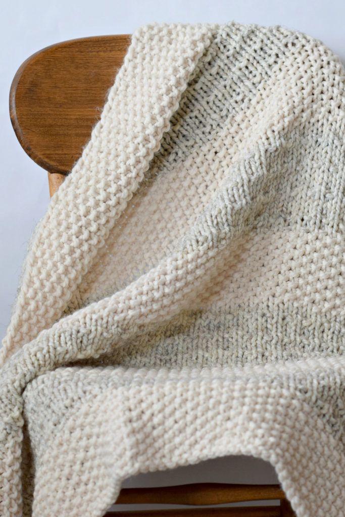 Easy Heirloom Knit Blanket Pattern | Super chunky yarn, Circular ...