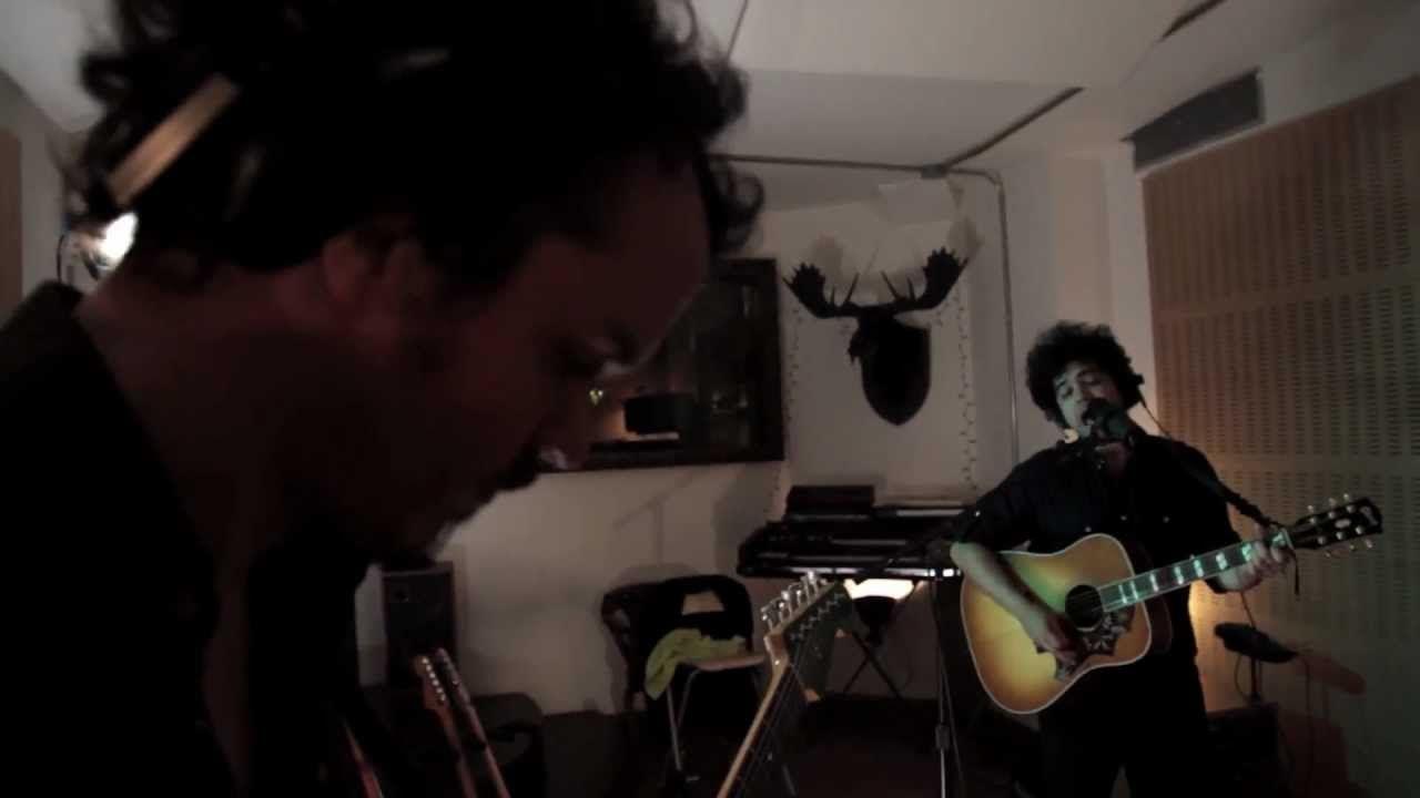 Alex Ferreira-Nos daba igual cualquier canción (videoclip oficial)