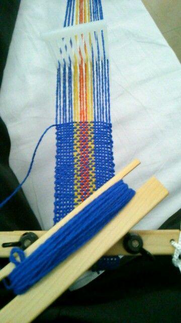 ポーチを織ってます。