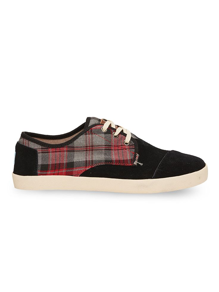 Mix flannel and suede in these men's Paseos. The red plaid is perfect for feeling festive for last minute holiday plans.
