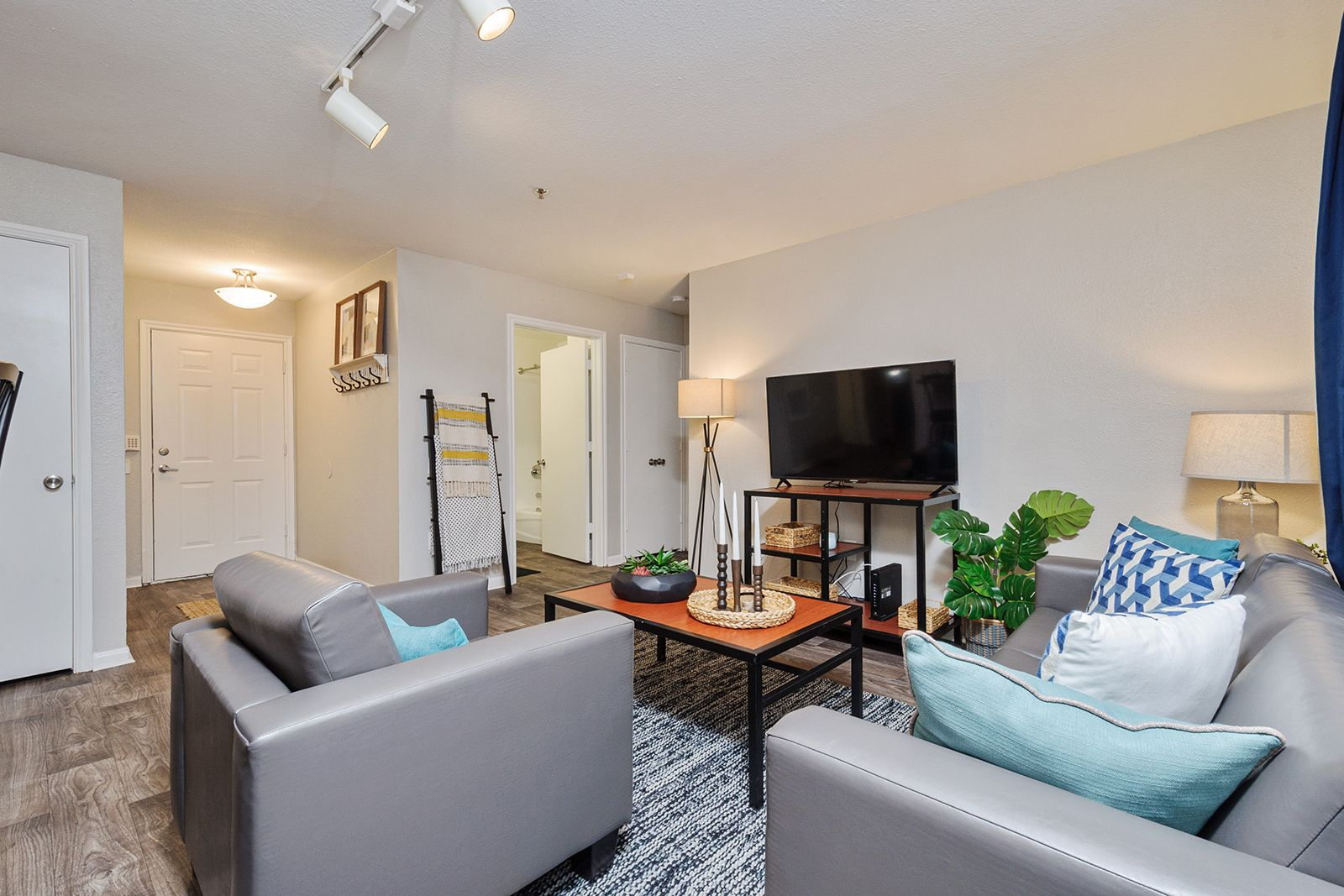 Conveniently Located Near Tallahassee International Airport And Various Local Dining And Shopping Destinations Our Fu 4 Bedroom Apartments Home Student Living
