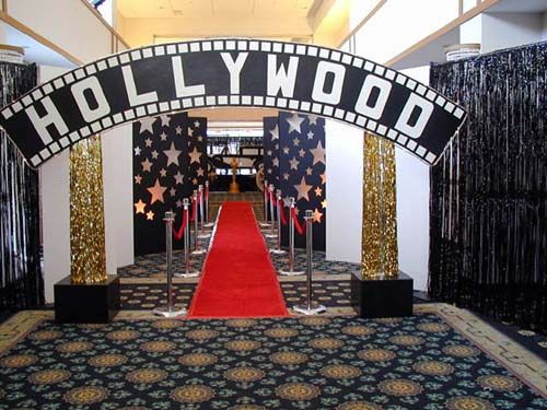 Hollywood entrance in 2019 9 entertaining parties for Hollywood party dekoration
