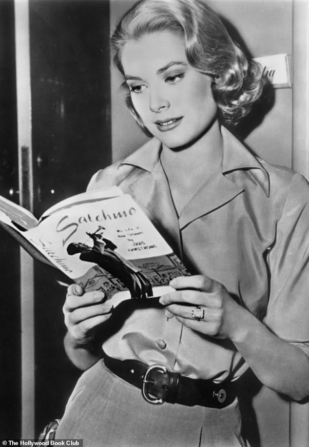 Ten Hollywood starts from the Golden Age spotted curling up with books