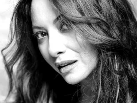 Angela Carrasco Video De Yo Me Equivoqué De Myriam Hernandez De Ca En 2020 Videos Divertidos De Animales Musica Camilo Sesto