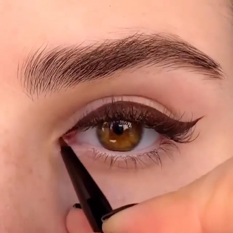 Photo of SUPER EASY EYELINER HACK TUTORIAL