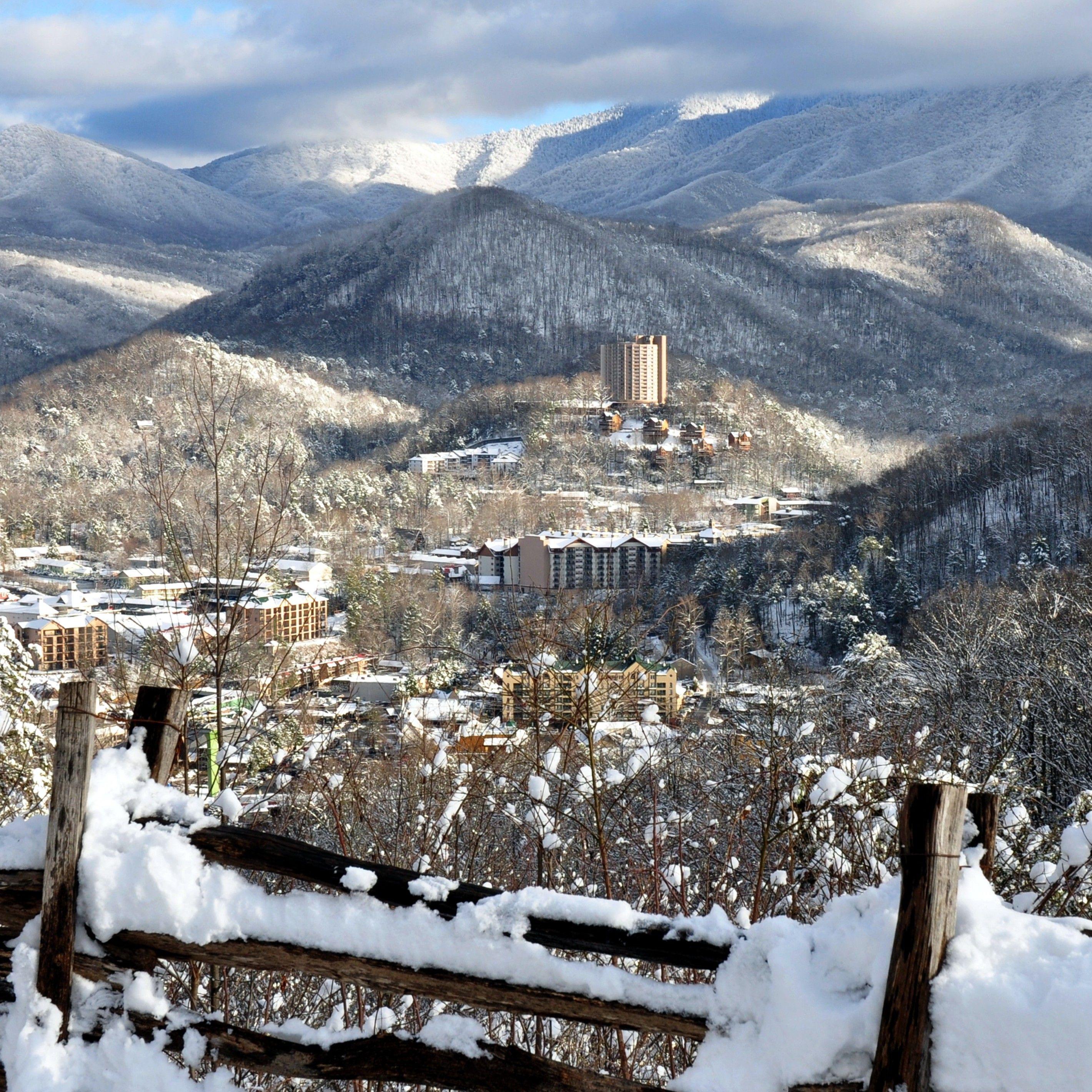 Gatlinburg in winter winterwonderland beauty of for Tennessee winter cabins