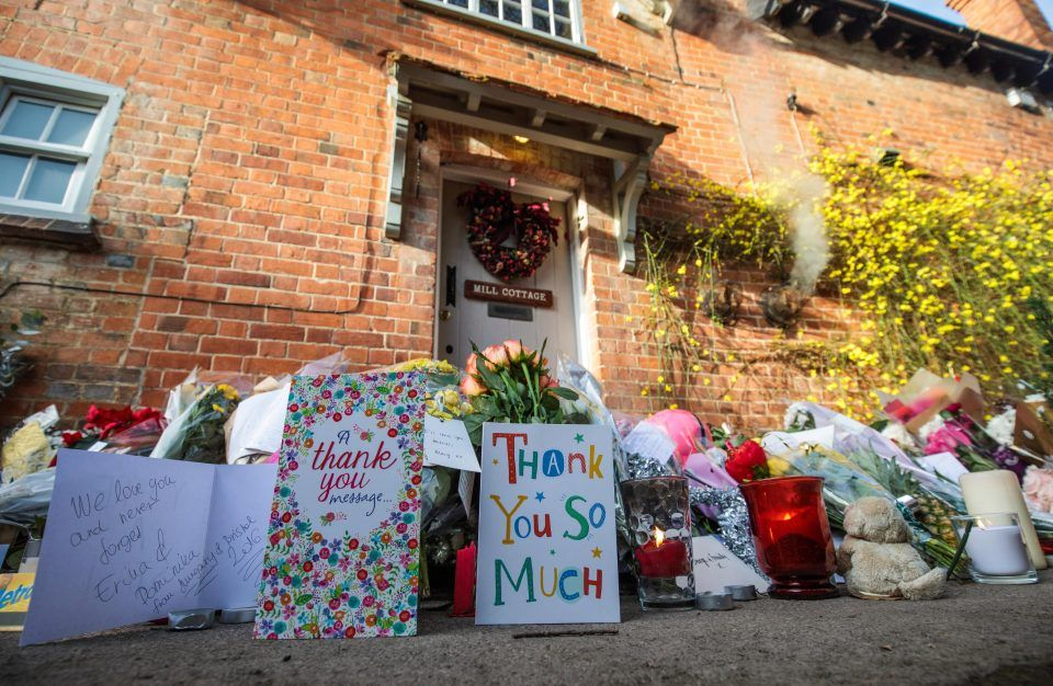 Range Rover Parked Outside George Michael S Home Becomes Memorial