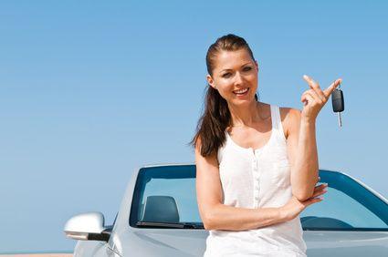 3 häufige Irrtümer beim Wechsel des Kfz-Versicherers  Bis Ende November können Autobesitzer noch einen günstigeren und/oder leistungsstärkeren Tarif für ihr Gefährt abschließen. In einem Merkblatt weist der Bund der Versicherten (BdV) nun auf drei Fallstricke hin, die vielen Wechselinteressenten unbekannt sind. Alle drei betreffen den Schadenfreiheitsrabatt (SFR) des Versicherten.  http://www.versicherungsmakler-roede.de/versicherungs_tipps_und_tricks-254174.html