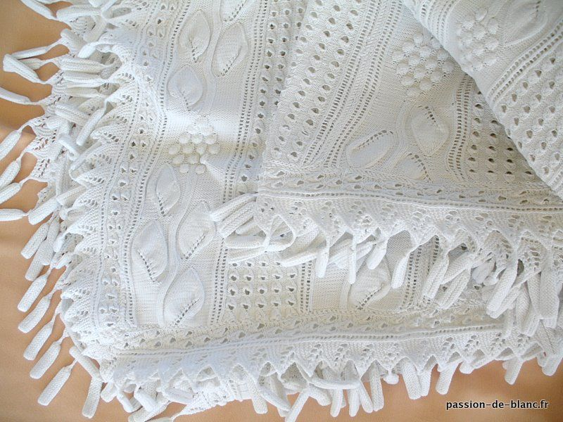 couvre lit blanc dentelle LINGE ANCIEN/ Belle courte pointe ou dessus de lit aux aiguilles  couvre lit blanc dentelle