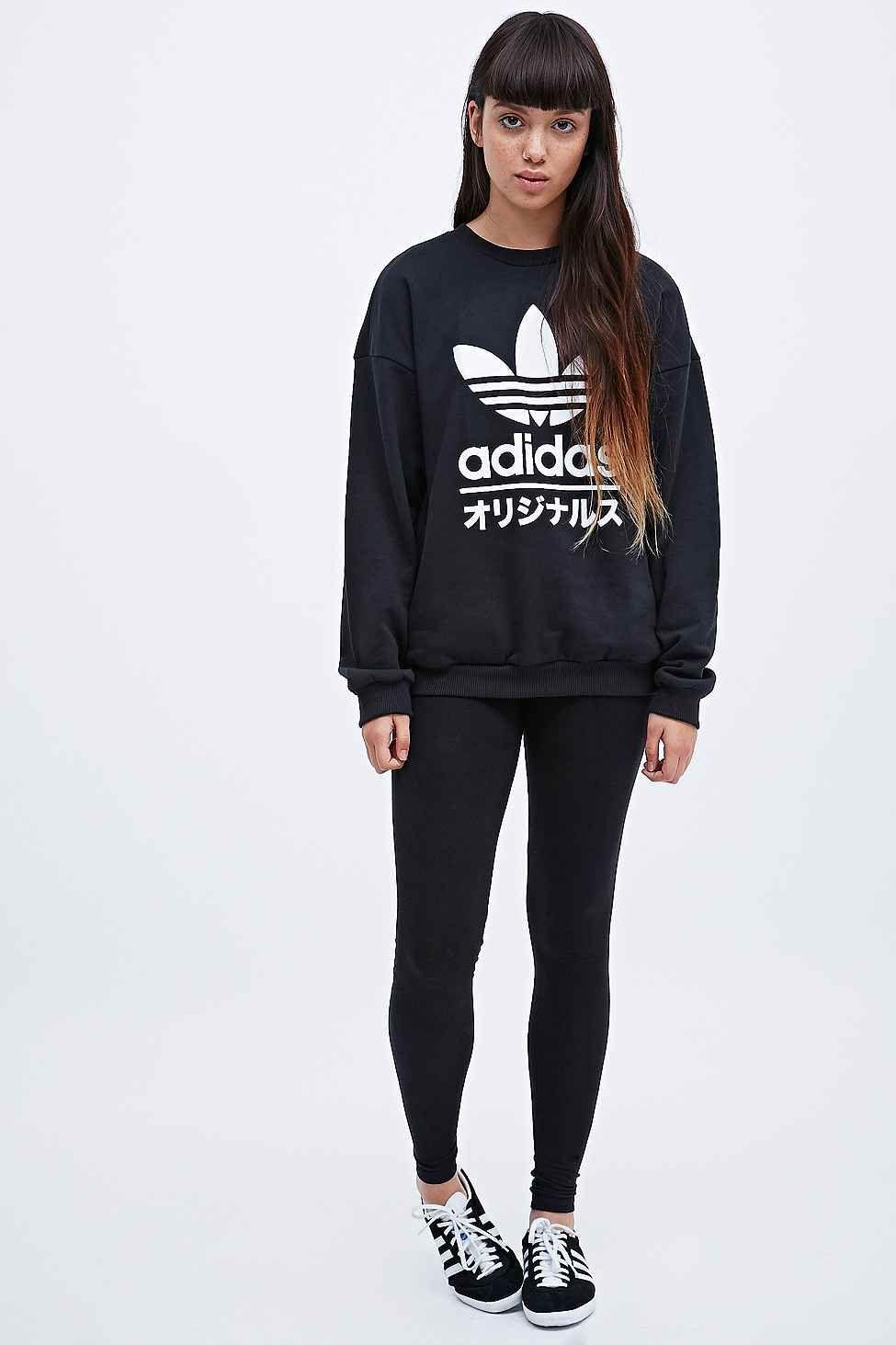 Adidas Typo Sweatshirt In Black Tenue Adidas Idees De Mode [ 1463 x 975 Pixel ]