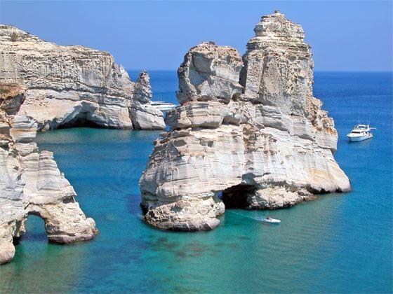 Isla de Milos en Grecia  http://www.welovegreece.org/pafos/Beaches-of-Milos.jpg