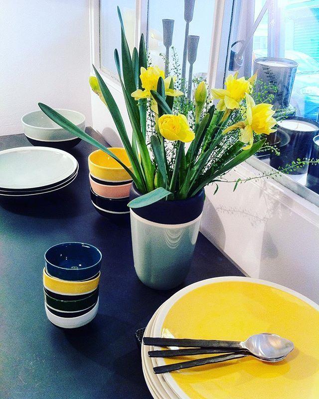 Bon dimanche...#fleurs #vaisselle #artdelatable #assiettes #vase #couverts #couleurs #maisonsarahlavoine  #caravane_paris #labalade #decorationboulogne #boutiquedecoboulogne
