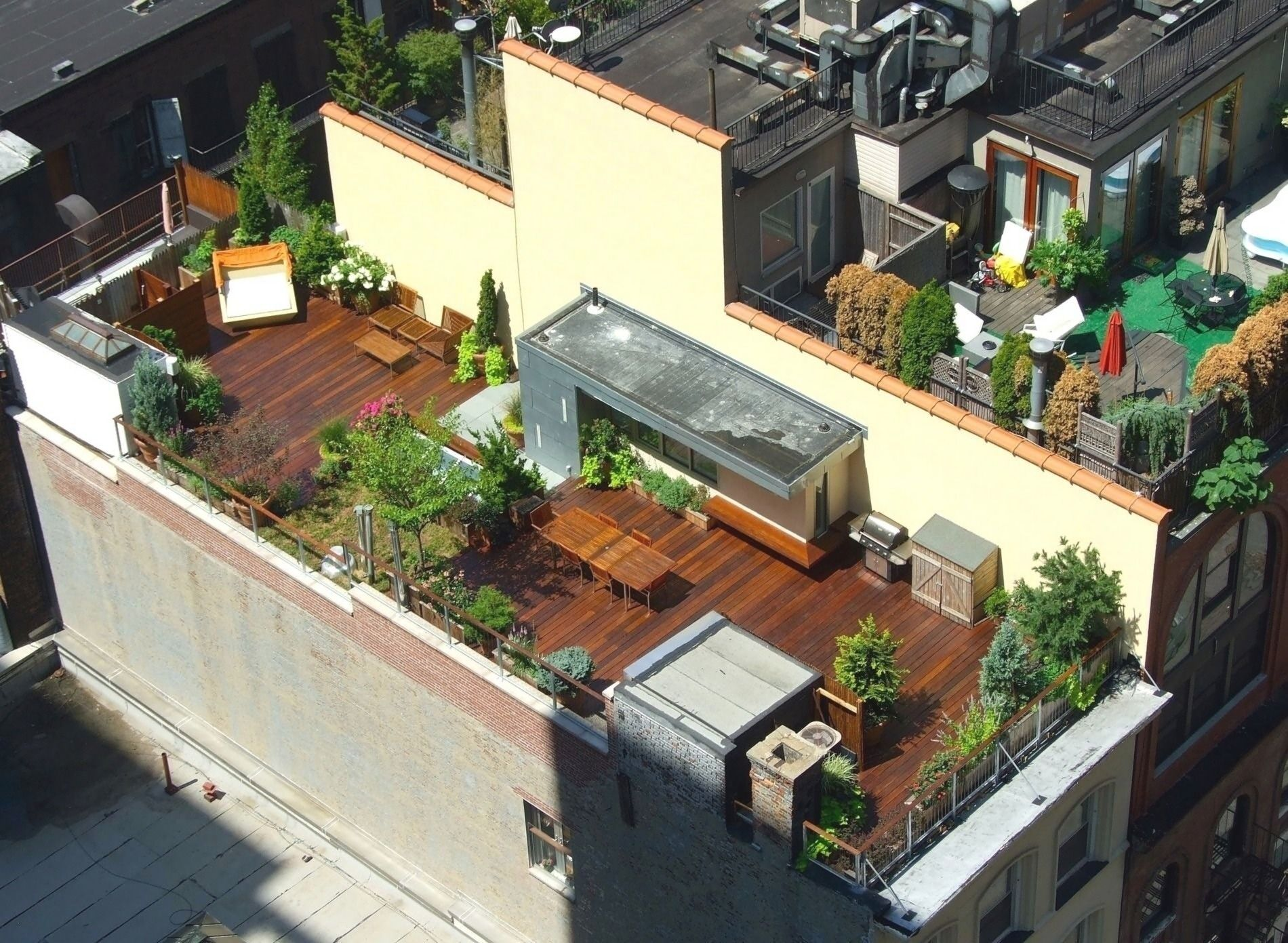Small House Terrace Design Beautiful Aerial View Rooftop Deck Nyc 1900 1391 In 2020 Rooftop Patio Design Rooftop Terrace Design Rooftop Design