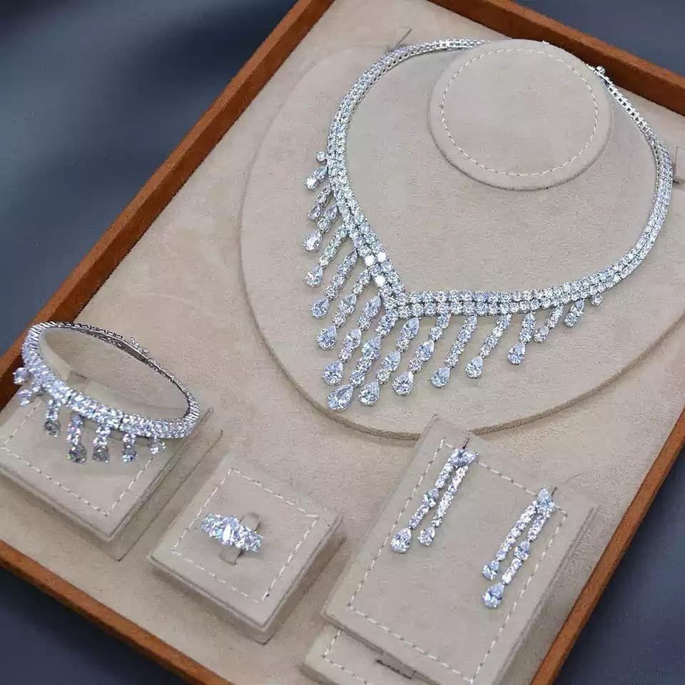 اطقم فاخرة لمعة الماس On Instagram منشن للعرايس فخامة دقة الماس حياكم الله الأس Bridal Diamond Jewellery Fashion Wedding Jewelry Bridal Jewelry Sets