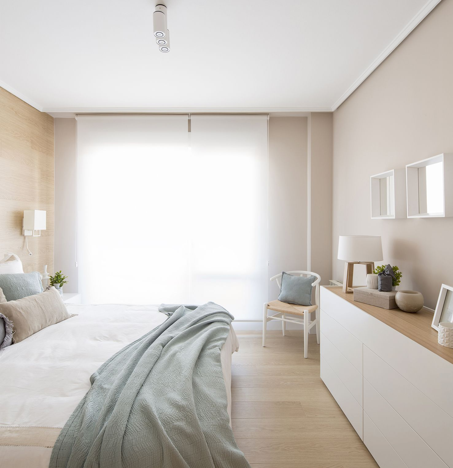 Detalle dormitorio en vivienda íntegramente reformada y proyectada ...