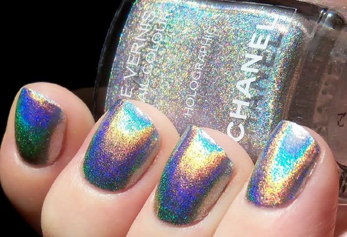 Chanel nailpolish in Holographic duh;)