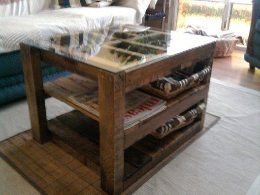 Una mesa de centro hecha con unos simples tablones de palets pal s pinterest - Mesa de palets bricolaje ...