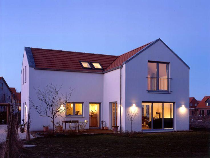 Moderne häuser satteldach mit garage  Bildergebnis für haus l form | Rotes Satteldach | Pinterest | Form ...