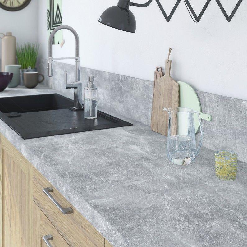 Plan de travail effet b ton gris clair sur meuble bois for Meuble de cuisine gris clair