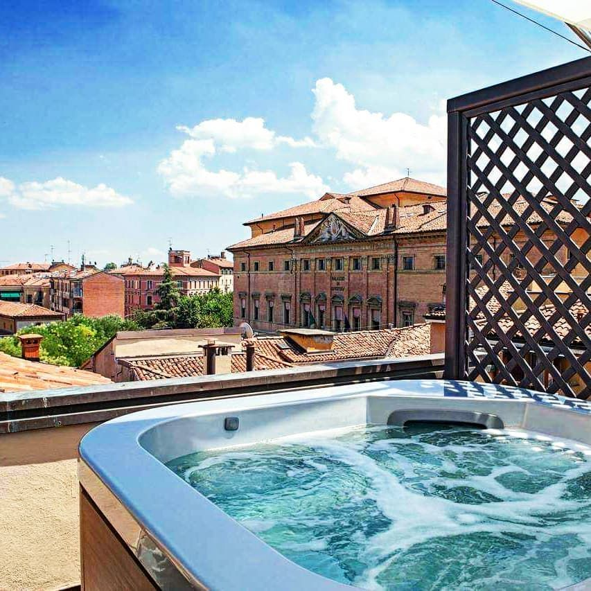 Spiksplinternieuw Best views over Bologna Italy relaxing rooftop terrace, exterior HZ-79