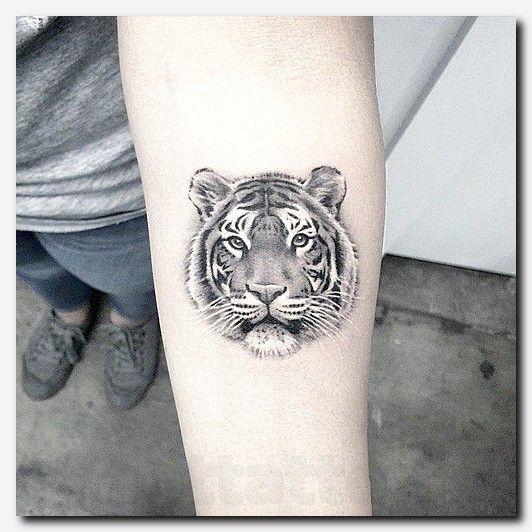 Japanese Style Tiger Tattoos On Back 1 Jpg 427 606 Tiger Tattoo Tattoos Girl Arm Tattoos