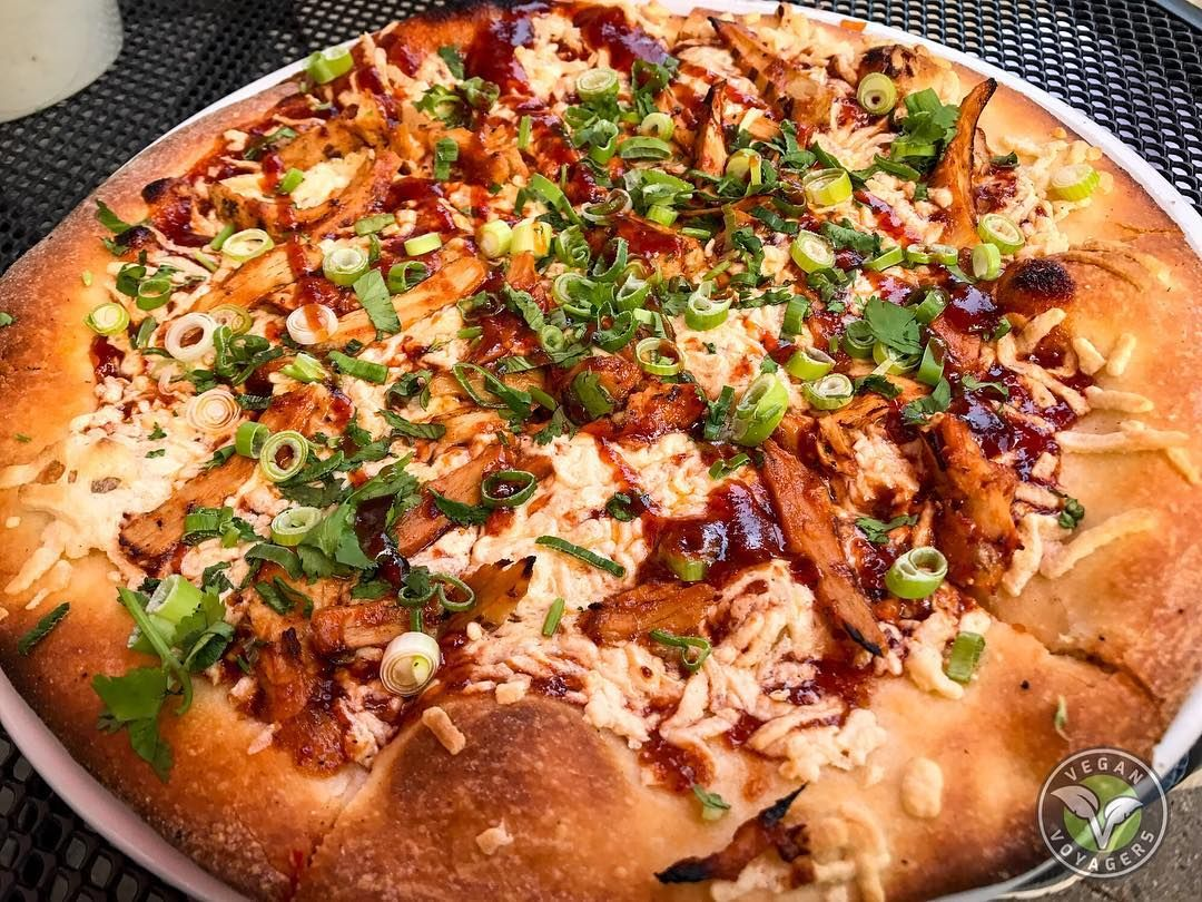 Vegan Pizza At Chain Restaurants July 2020 Peta Vegan Pizza Vegetarian Life Pizza
