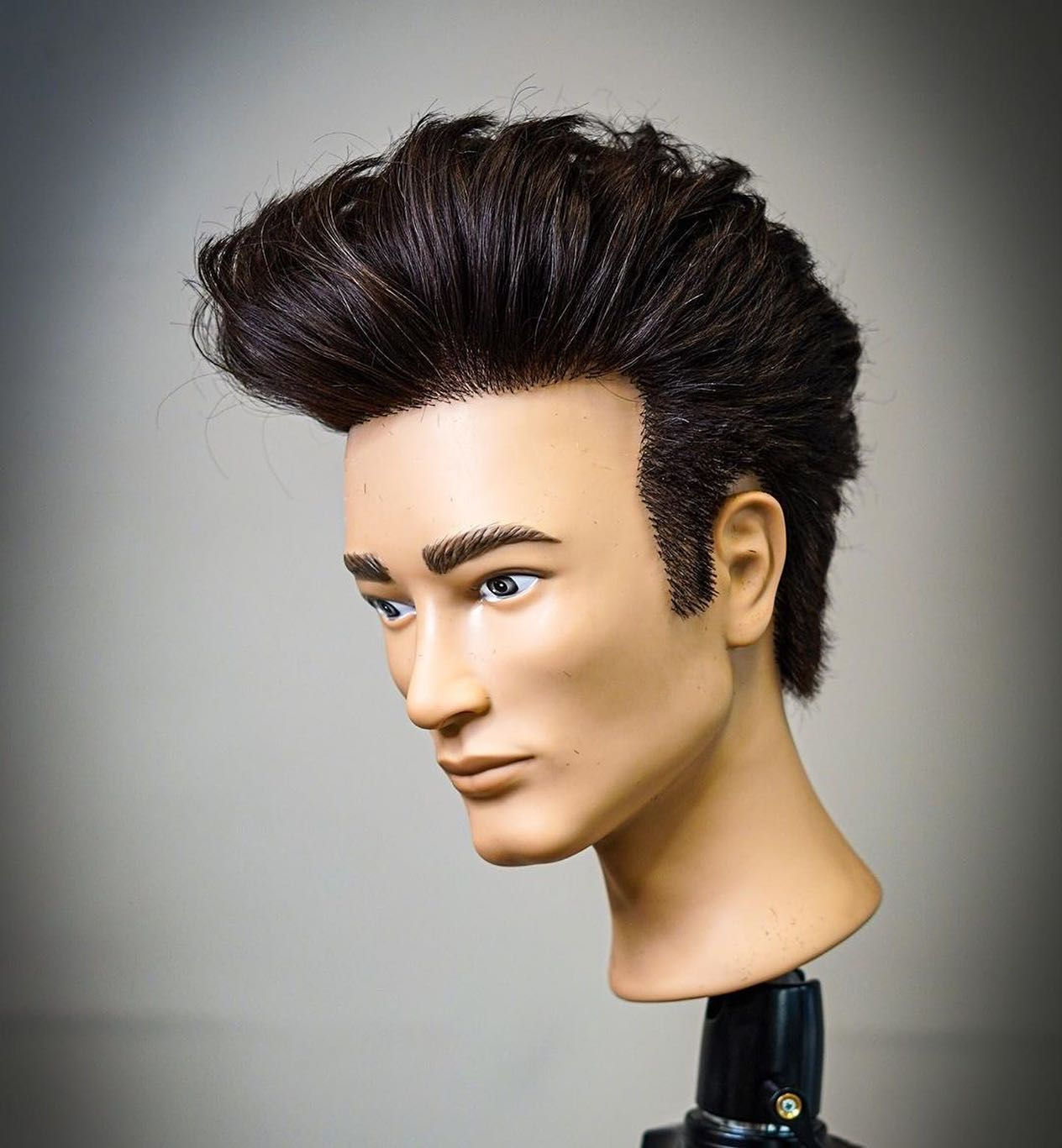 Johnny Bravo Vibes Pivotpointbarbering Learnforward Javcutsyou In 2020 Hair Mannequins