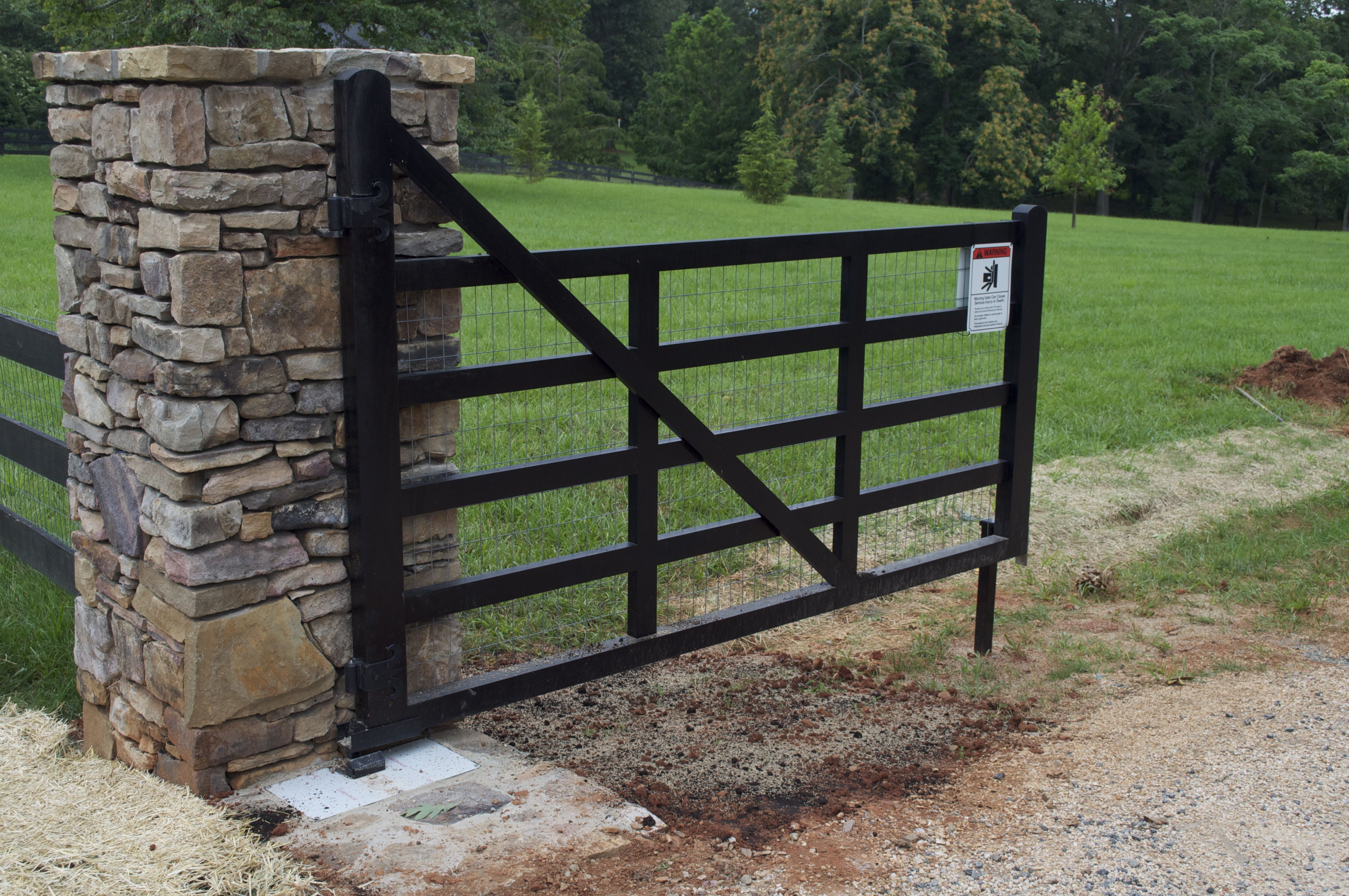 Residential 4 Board Gate Entrance To A Farm Automatic Opener Using In Ground Faac Operator Farm Entrance Farm Gate Entrance Entrance Gates