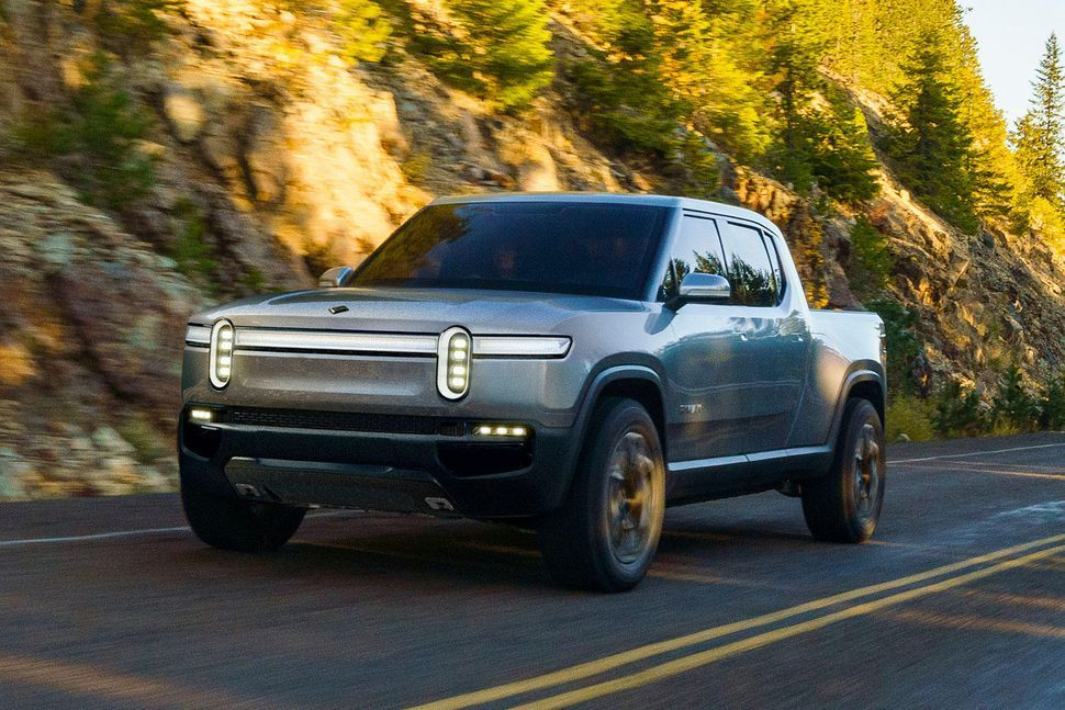 Meet The Rivian R1t A 400 Mile All Electric Luxury Pickup Truck Electric Pickup Truck Pickup Trucks Electric Truck