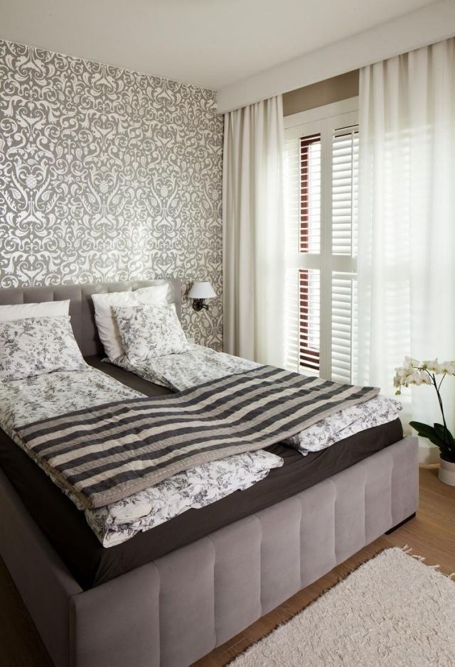 farbgestaltung-schlafzimmer-ideen-neutral-taupe-braun-mustertapete - wohnideen fürs schlafzimmer