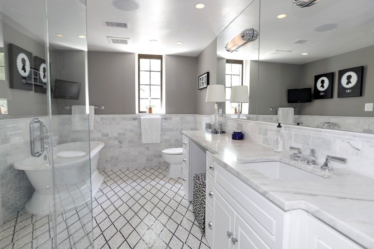 Inside The Obamas Post White House Home In Kalorama New Homes Obama House Pretty Bathrooms