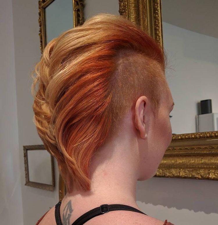 So Konnen Frauen Den Irokesenschnitt Modern Stylen 40 Ideen Und Bilder Irokesenschnitt Haar Styling Mohawk Frisur