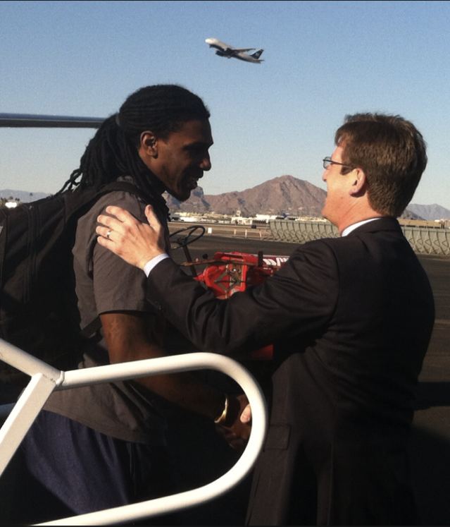 Marquette alum and Phoenix Mayor Greg Stanton greets Jae