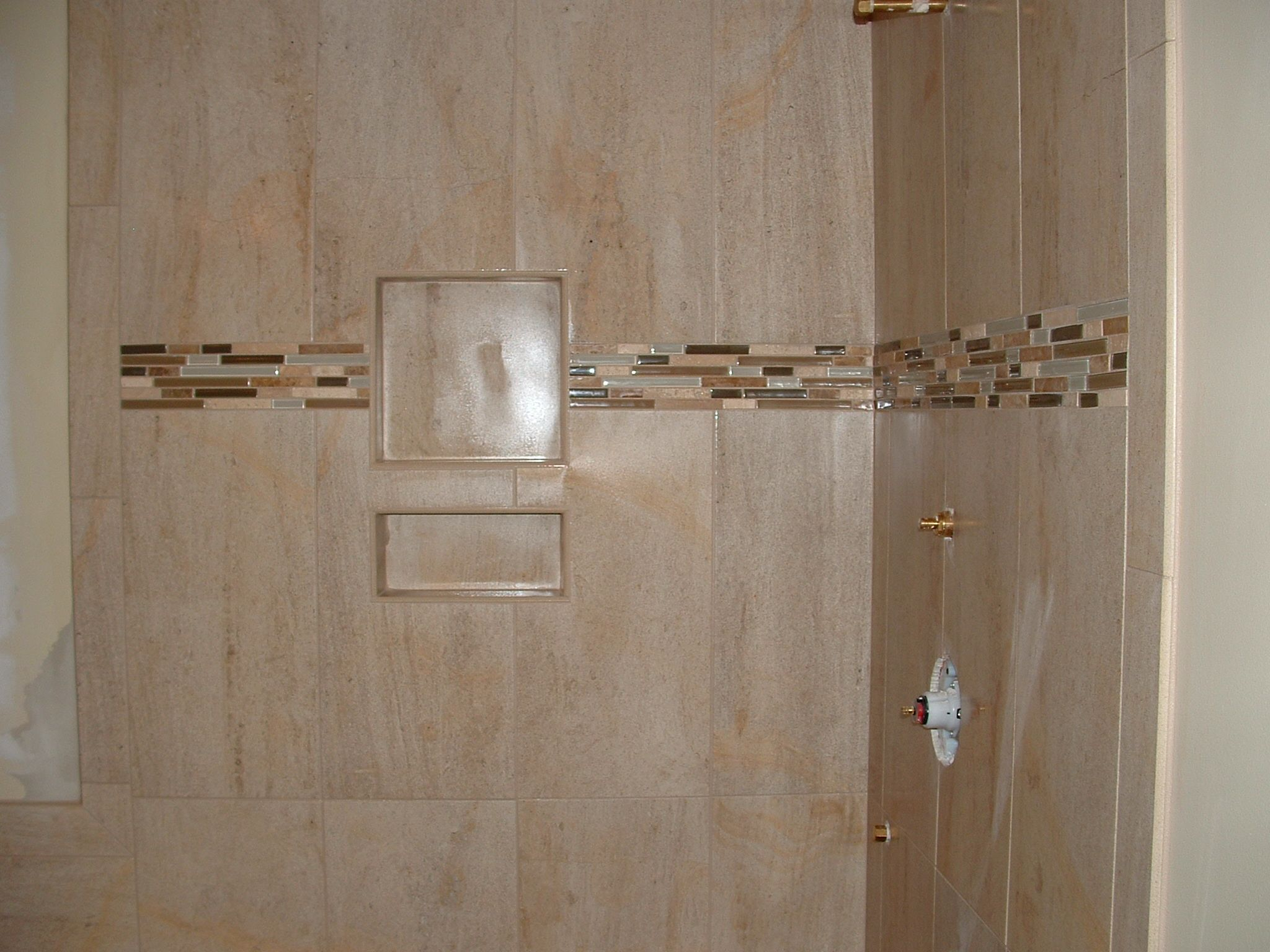 Mosaic Shower Ideas: Custom Tile Shower With Mosaic Border And Recessed Shelf