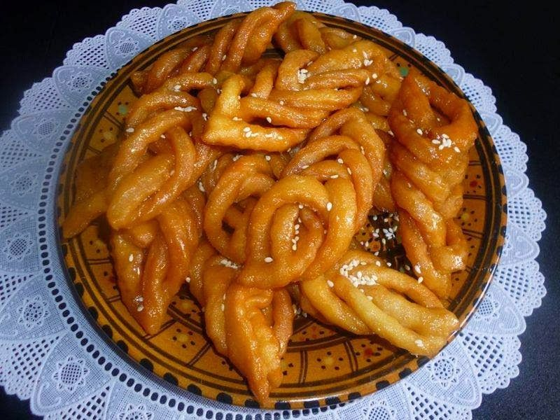 Recette 100 tunisienne recette de griwech patisserie for Cuisine tunisienne