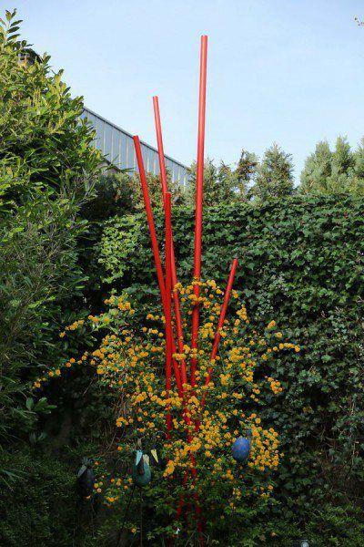 skulptur f r den garten aus rot lackierten feuerverzinkten stahlrohren gartenskulpturen. Black Bedroom Furniture Sets. Home Design Ideas