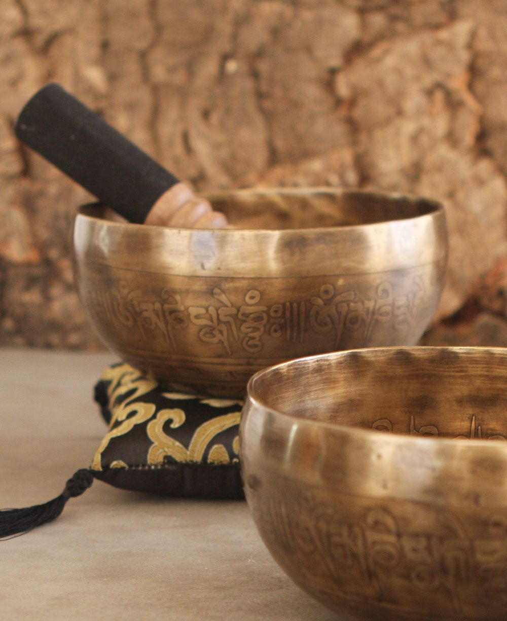 Tibetan Brass Singing Bowl for Mediatation and Healing Diameter 4.5 Inches Handmade Bowl from Nepal Tibetan Singing Bowl For Healing Meditation Prayer and Yoga Christmas Gifts for Buddhists Meditation Bowls,Hand Beaten Singing Bowl Singing Bowls