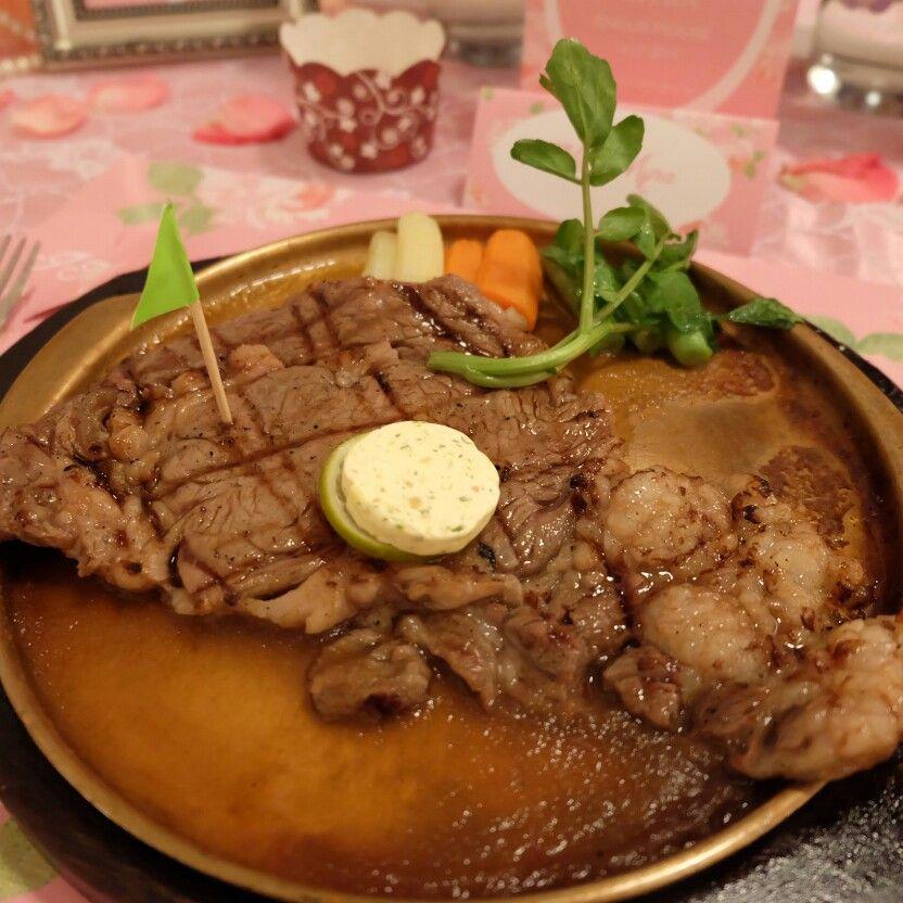 The main course, sirloin steak with a great sauce   Angus House in Surabaya, Jawa Timur