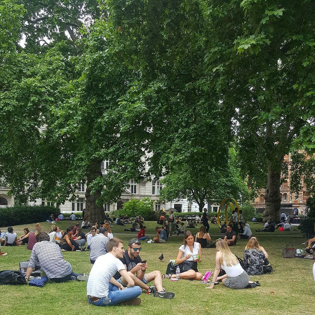 وصلت درجة الحرارة في لندن إلى 34 درجة مئوية هذا الأسبوع استمتع سكان المدينة بالطقس الحار على الشواطئ وفي الحدائق العامة الصورة ل Instagram Dolores Park Park
