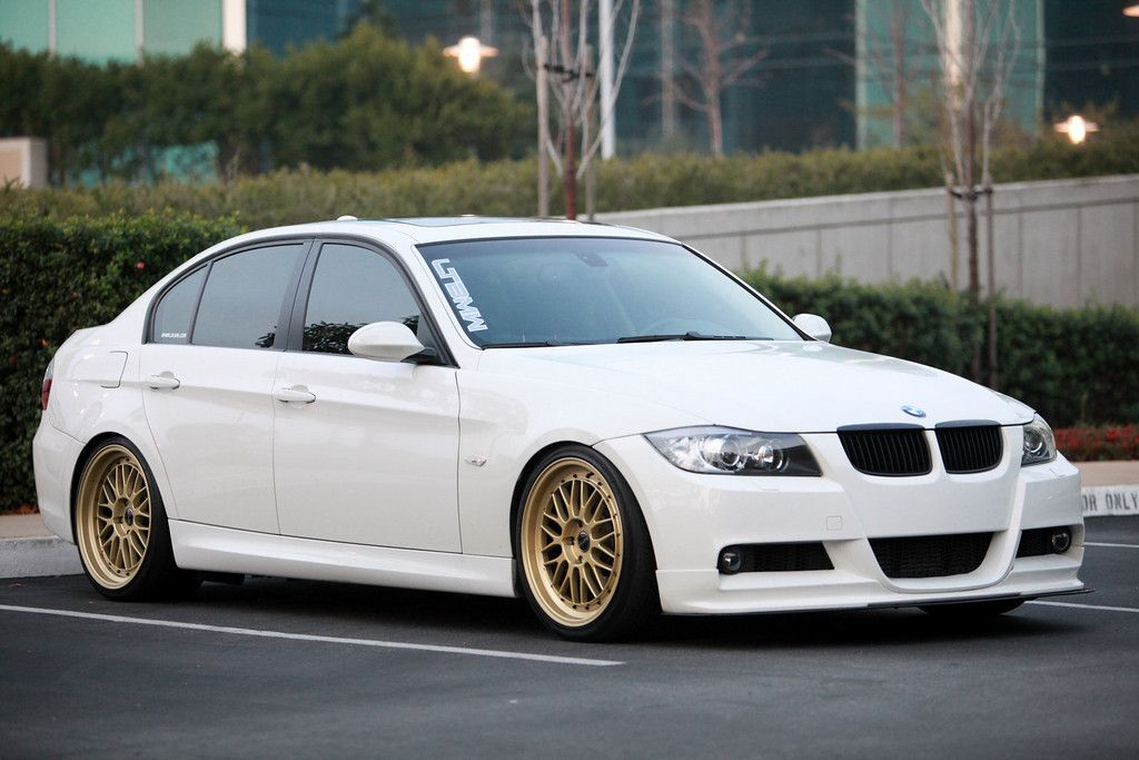 Gold Wheels On White Bmw E90 Bmw 320d Bmw Cars Bmw Wallpapers