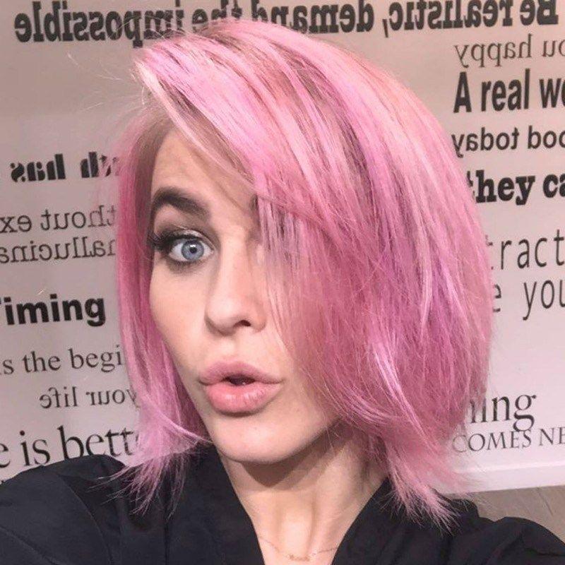 Capelli rosa: il trend, abbinamenti trucco e come ...