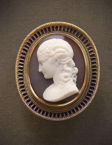 Bust of Clytie, signed by Luigi Saulini, sardonix cameo brooch, about 1862   #TuscanyAgriturismoGiratola