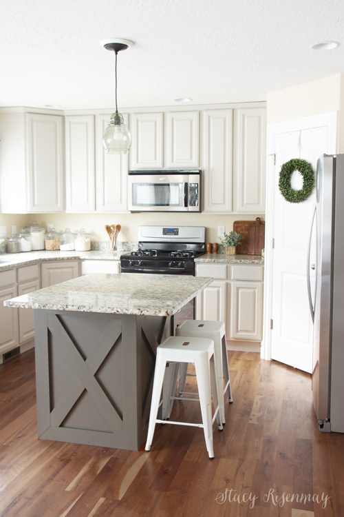 Tips for Painting Kitchen Cabinets - Kitchen renovation, New kitchen cabinets, Kitchen makeover, Kitchen diy makeover, Kitchen remodel, Painting kitchen cabinets - If you are looking to give you kitchen a makeover, here are my tips for painting kitchen cabinets so you end up with a super smooth finish!