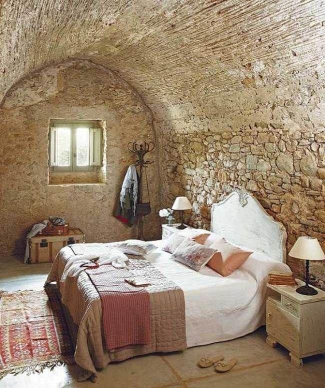 wohnideen schlafzimmer rustikal beige naturstein wandgestaltung ...