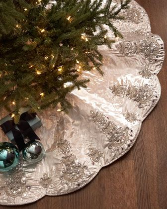 stunning chandelier Christmas tree skirt http://rstyle.me/n ...
