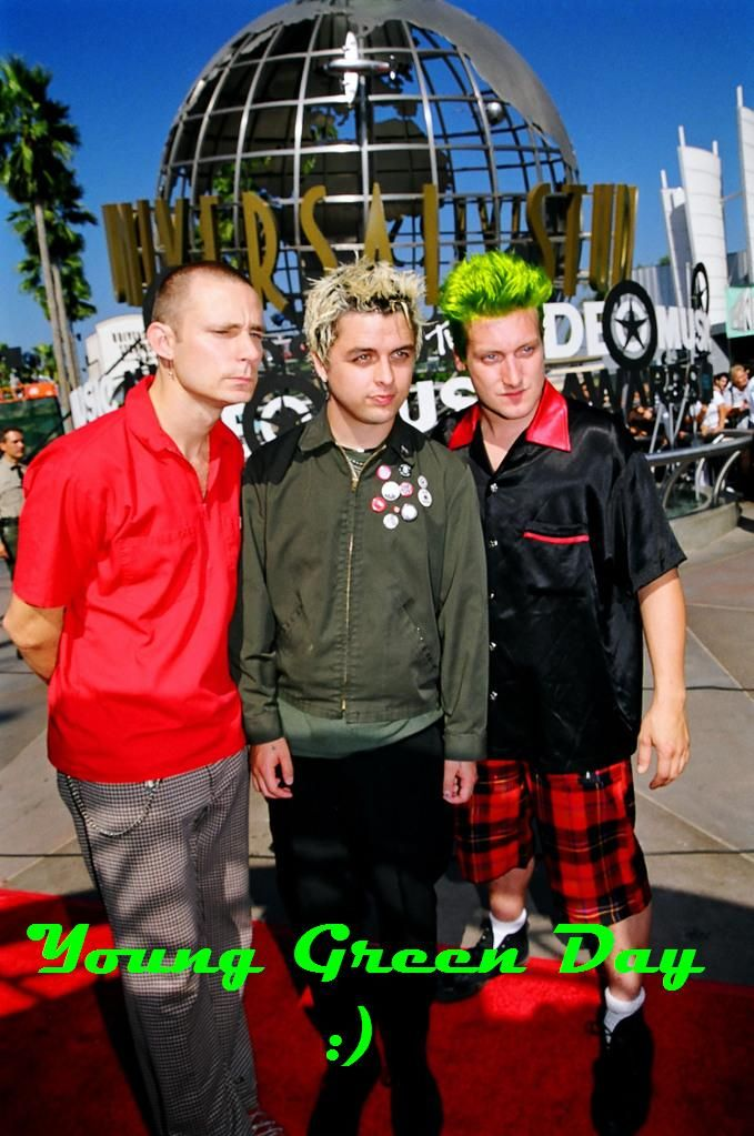 Green Day at the MTV Video Music award 1999. They've won the best Alternative music video on that time.