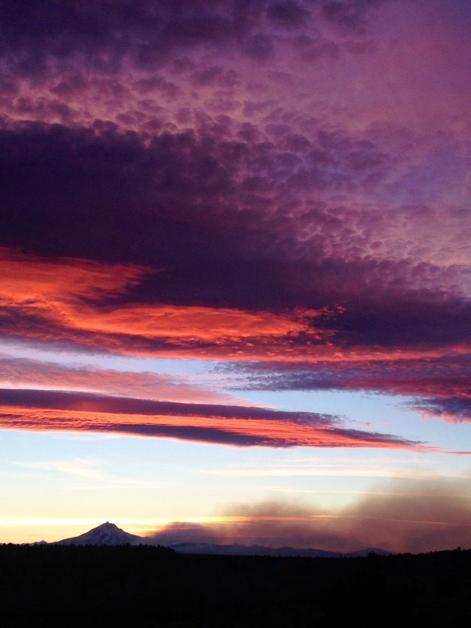 Smoketinted sunset in Portland, Oregon (by Funhog50). For
